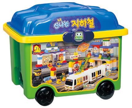 Детская игрушка Oxford Станция метро  с действующим поездом