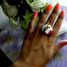 Стильное белое кольцо-Вишенка.