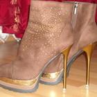 Queen  классные ботиночки в стразах сваровски