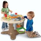 игровая кухня столик 2 в 1 Fisher-Price Servin Surprises Kitchen & Table