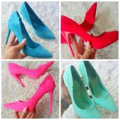 женские яркие замшевые туфли