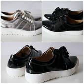 Лаковые женские туфли на шнурках черные, серебро