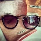 Очки солнцезащитные Miu Miu, с чехлом, брендированные.