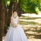 Белоснежное атласное платье