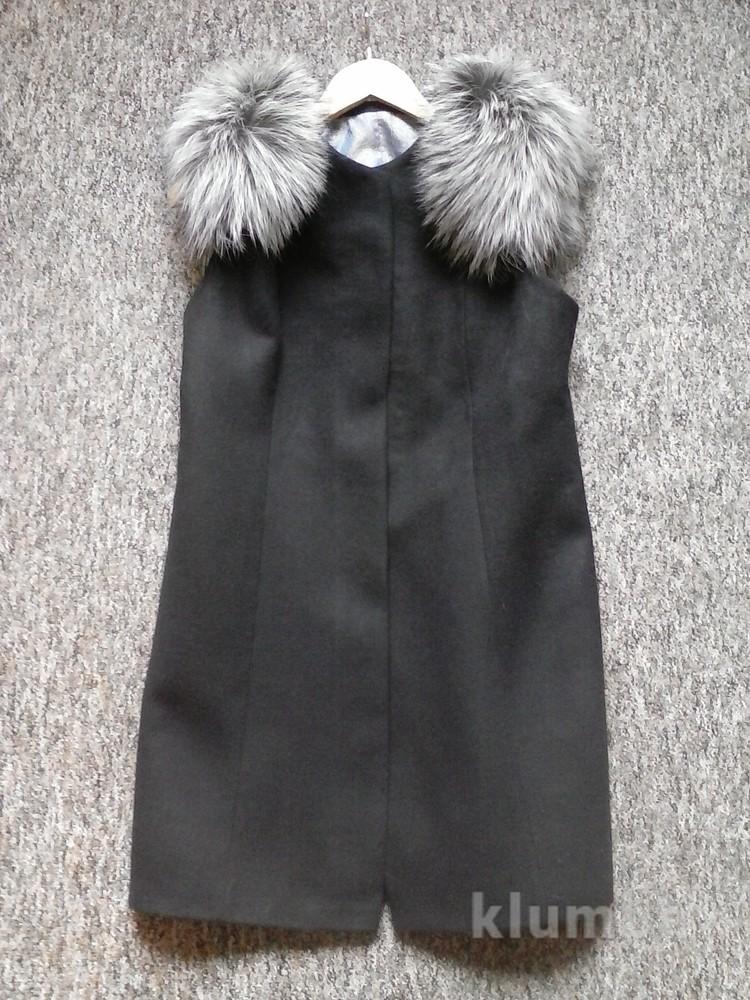 жилетки с мехом на плечах фото обычно расположены