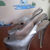 Крутые серебристые туфли 38р
