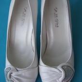 Продам туфли белые TM It Girl