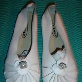 Фирменные  Италия кожаные туфли балетки на 40 размер