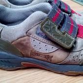 Дешевле. Кожаные кроссовки Clarks,интересный дизайн,стелька 18,5см