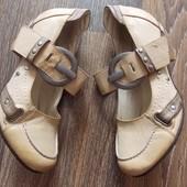 Светло-бежевые туфельки на удобном каблучке - 37 размер,24 см стелька