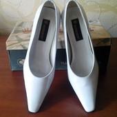 """Белые лаковые туфли """"Монарх"""""""