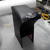 Подлокотник на Рено Кенго есть отделение для мелких вещей. можно отправить новой почтой или интаймом