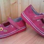 Яркие кожаные туфли