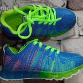 Кроссовки яркие и стильные