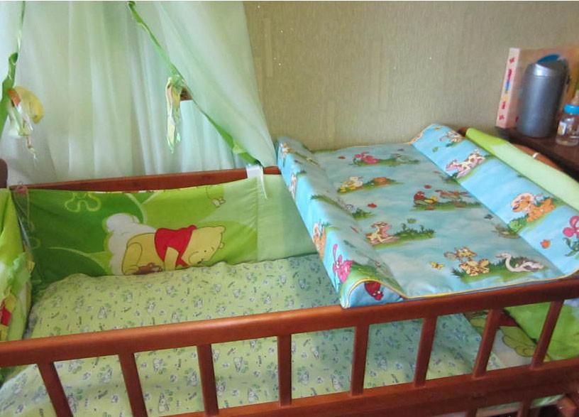 Пеленатор для детей на детскую кроватку с креплениями фото №1