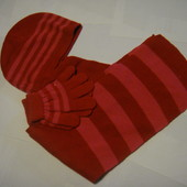 Наборчик шапка, шарф и перчатки на 5 лет Шапка по окружности 20.5 см. Высота шапки см. Шарф 110 см.*