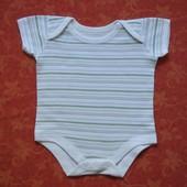 Бодик на 0-3 месяца, б/у. В хорошем состоянии. Длина от плеча застегнутого 33 см, ширина 24 см.