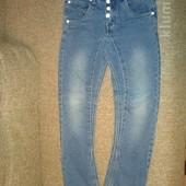 Классные джинсы скинни узкачи для мальчика,р.140