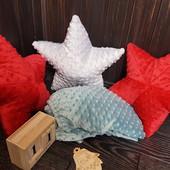 Подушки с плюша и простынка в кроватку
