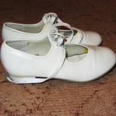 Туфли для танцев, степ capezio Р. 30/31 ст. 20.5 см и черные туфли 29/30 стел. 20 см