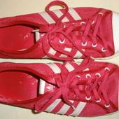 продам кеды Adidas женские.размер 9us,по стельке 26см.