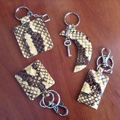 Брелки для ключей из натур., кожи питона