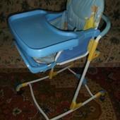 стульчик для кормления Geoby б/у.