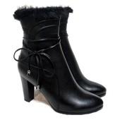 Демисезонные ботинки на каблуке с меховой отделкой