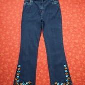 Новые женские джинсы с вышивкой и стразами размер L.