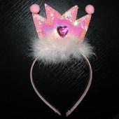 обруч корона принцессы (фирменный) красивые,пушистенькие.Лебяжий пух,паетки,камень-сердечко.