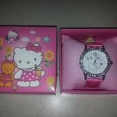 Новые часы Hello Kitty со стразами в красивой подарочной упаковке.  Новые!