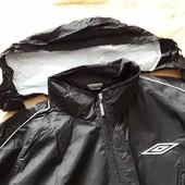 Ветровка водонепроницаемая фирменная с капюшоном Umbro р.48-50