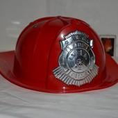 каска пожарника для вашего героя игрушечная фирменная