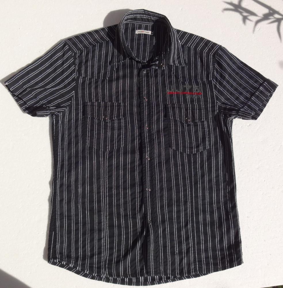 Jack & jones. Дания. Тонкая рубашка на кнопках, с коротким рукавом и рисунком на спине. ворот 42 см фото №1