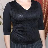 Черная стрейчевая блуза-свитер с принтом под змею