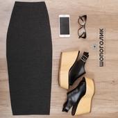 Облегающая серая длинная юбка