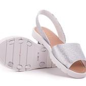 Очень стильные босоножки серебряного цвета на полную или широкую ножку. Размер 39 ( стелька 25.2 см)