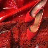 Шикарные туфли лодочки.Фото на ножке.