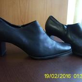 Шкіряні черевички. 40 р.janet D