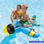 Детский плотик-самолет со встроен.водян.оруж. 132*130 см. артикул 57537