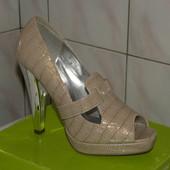 Фирменные новые бежевые туфли ,39-25см