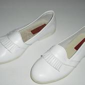 Туфельки Cinthya білі 31 розмір 19,5 см устілка шкіра