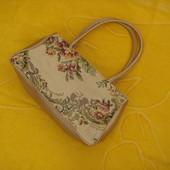 Красивая,маленькая сумочка.
