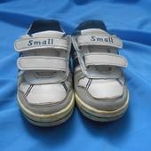 Красивые кроссовочки,cтелька 13,5 см, 22 размер