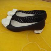 Нарядные туфельки в отличном состоянии,размер 38-39.