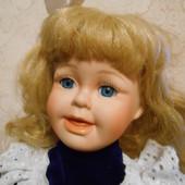 Фарфоровая винтажная кукла