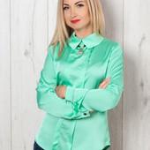 Женская блуза выполнена из атласного текстиля