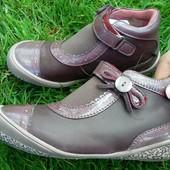 Новые детские ботинки,туфли для девочки,бренд Andre,Франция,кожаные,27 размер.Оригинал!