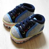 Новые стильные пинетки-кроссовочки для модника. George. Размер 0-3 месяца.