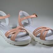 стильные женские кожаные босоножки криперы цвета Модель: 05-08R, кожа пудра